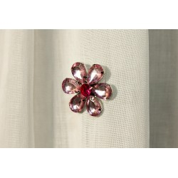 Różowy kwiatek na magnesie d4,5cm